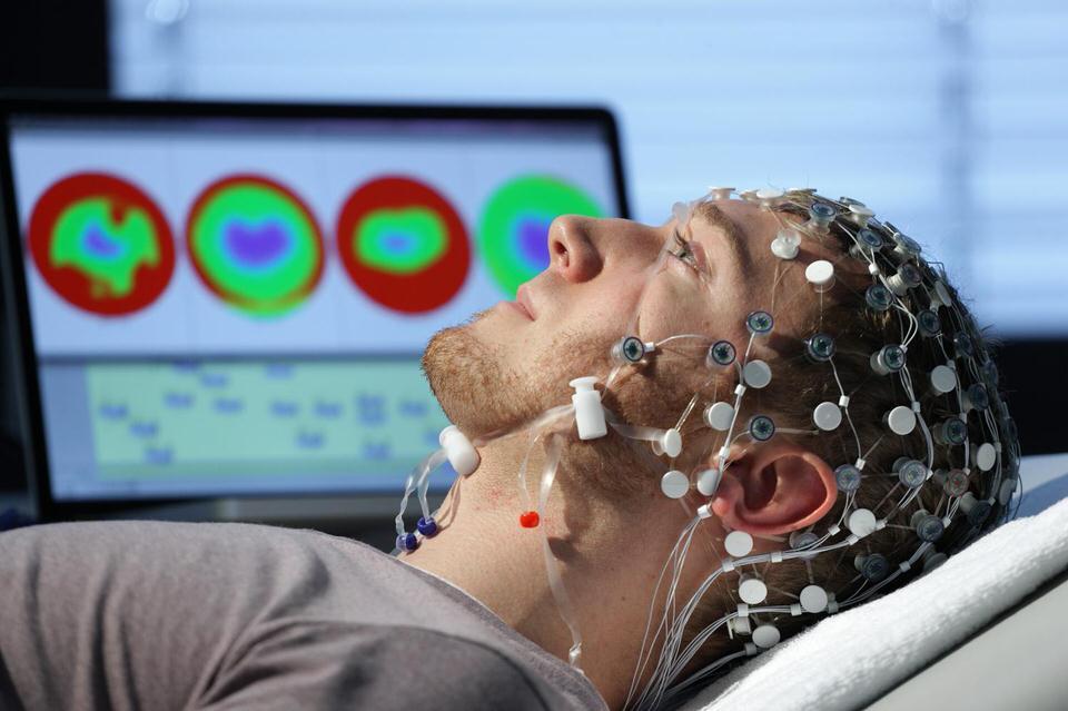 badanie funkcji poznawczych EEG u sportowców